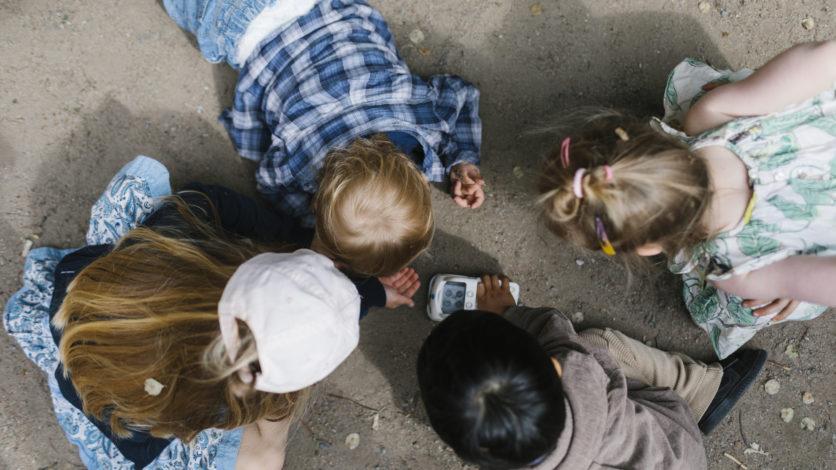 Att genom lek stödja och stimulera barns sociala förmågor – undervisning i förskolan